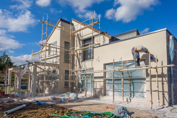 General contractor in Los Angeles doing renovations on home